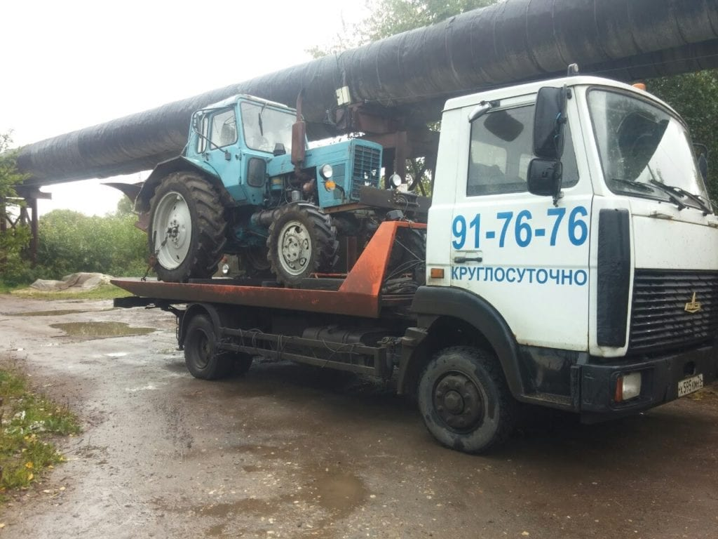 Трактора на эвакуаторе