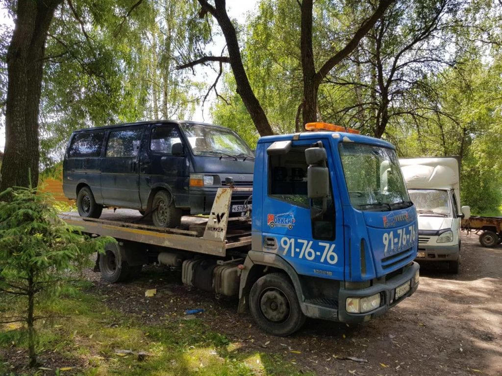 Автомобиль Tayota на эвакуаторе