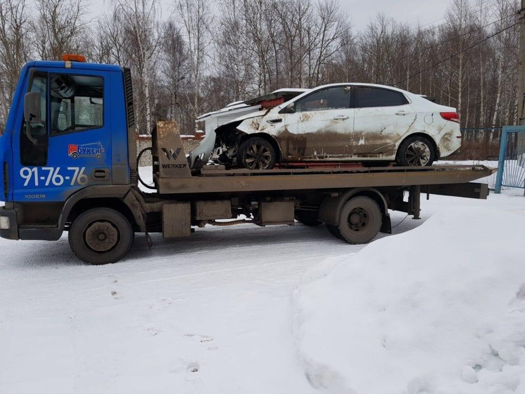 Авто на платформе после аварии