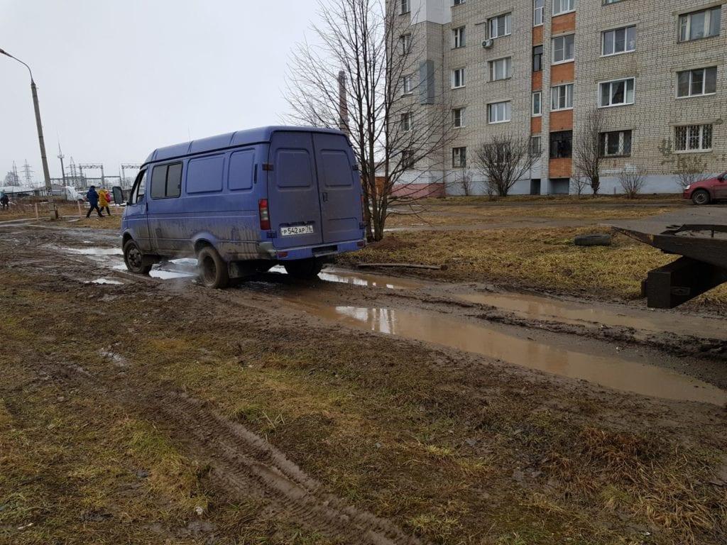 Фургон Газель на дороге